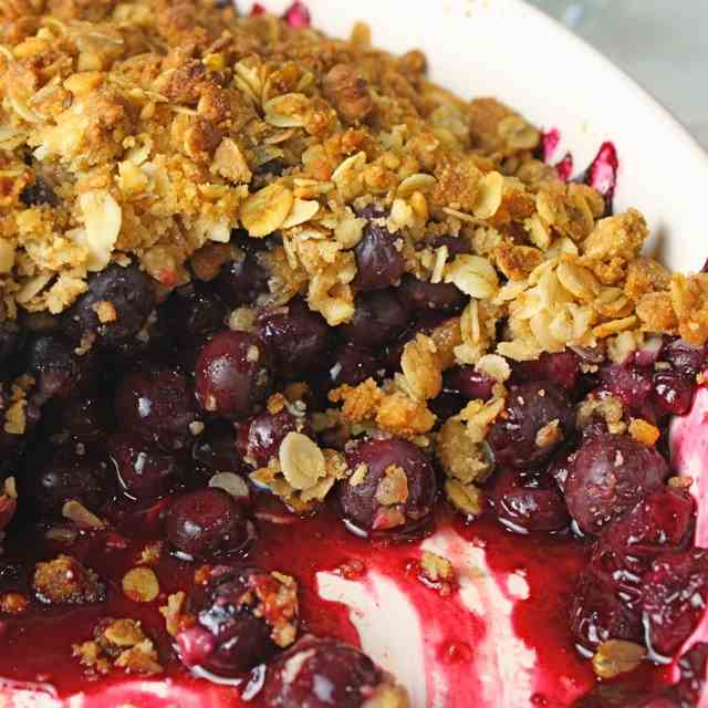 Blueberry Macadamia Crumble