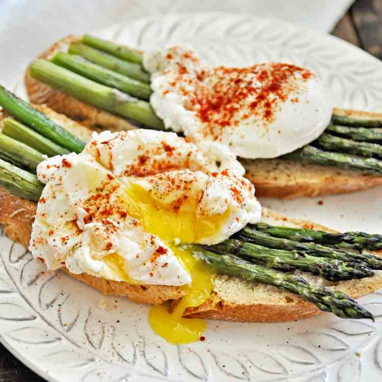 Spanish Asparagus with Poached Eggs
