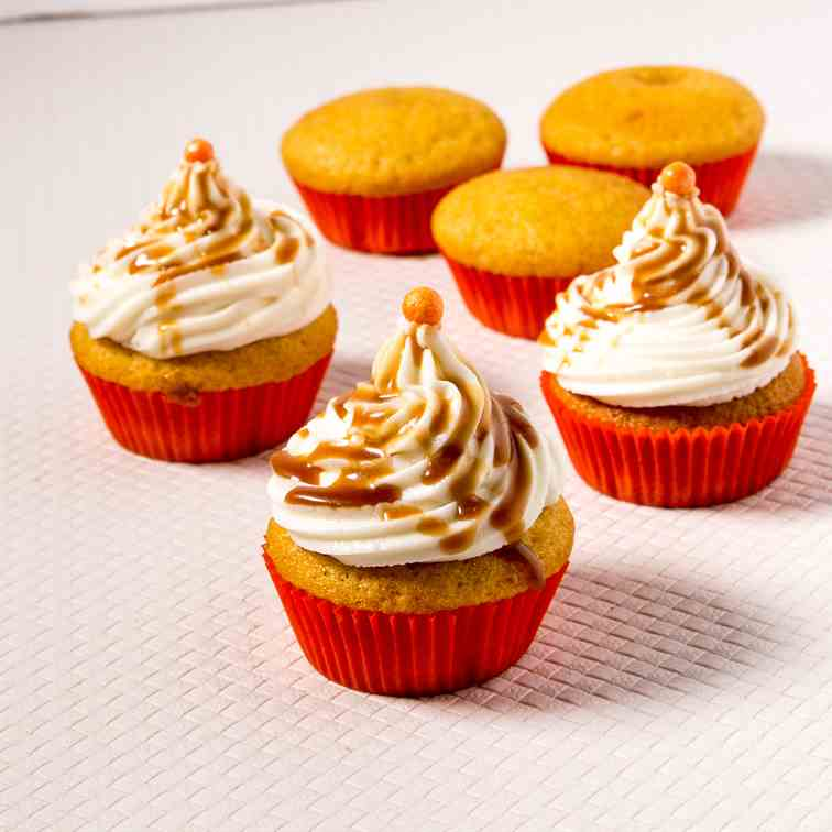 Easy Pumpkin Cupcakes with Cream Cheese Fr