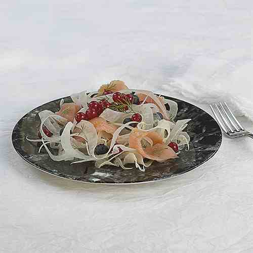 Fennel salad with smoked salmon and berrie
