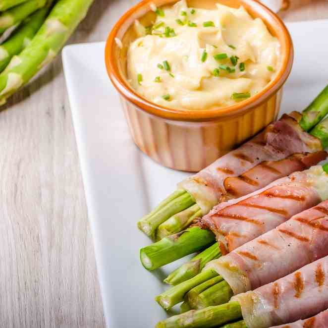 Cheesy Asparagus Wrapped in Bacon