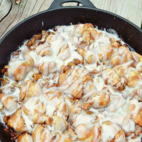 Caramel Apple Skillet Pull Apart Bread