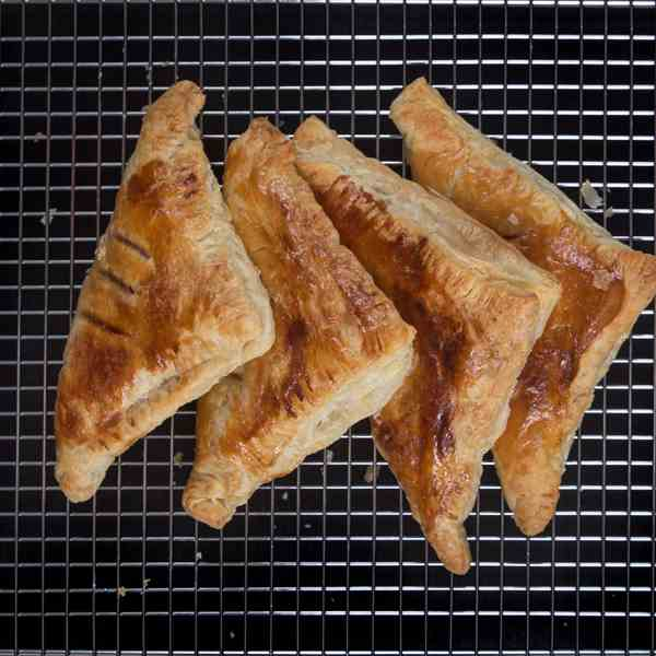 4-Ingredient Easy Apple Turnovers