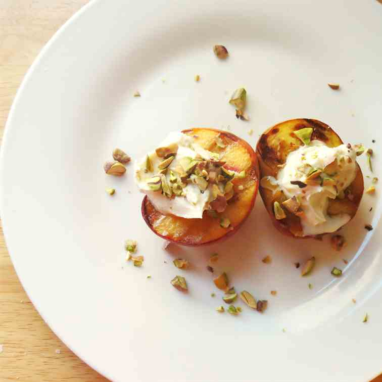 Grilled Peaches with Whipped Mascarpone