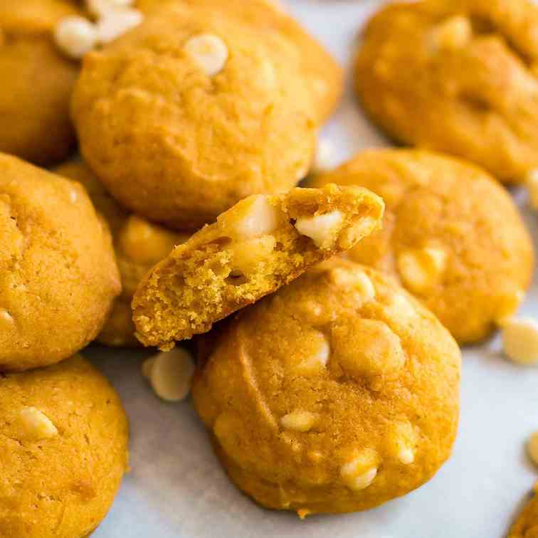 White Chocolate Macadamia Pumpkin Cookies