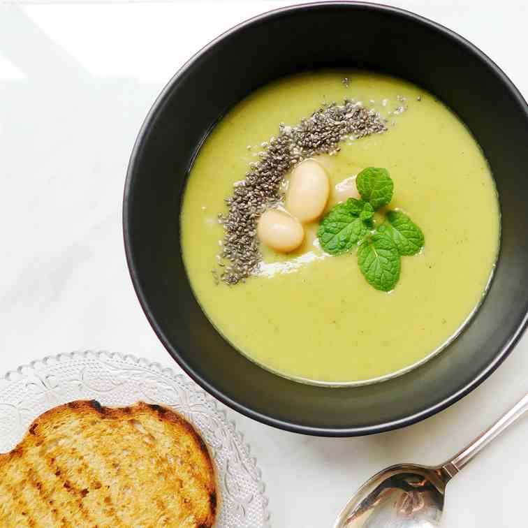 Baby Pea and Butter Bean Soup