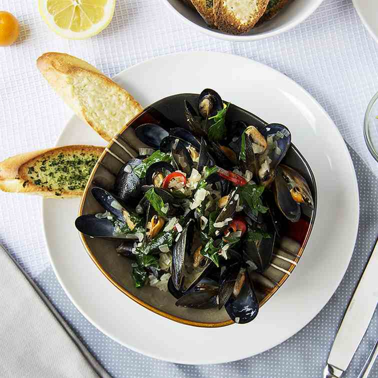Spicy Mussels with Cherry Peppers