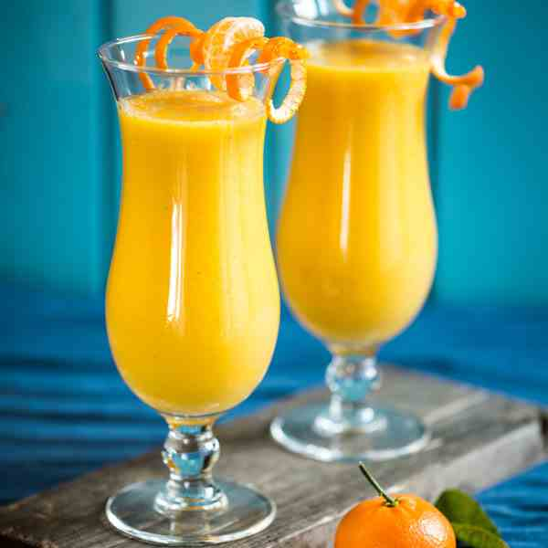 Smoothie mango-banana-orange