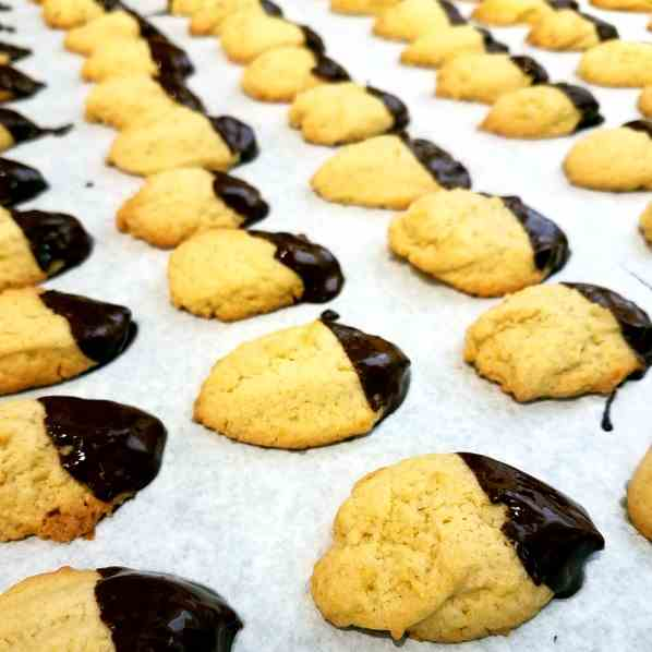 Vanilla Drop Cookies with Chocolate