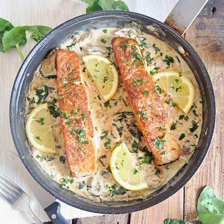 Seared Salmon with Creamy Sauce
