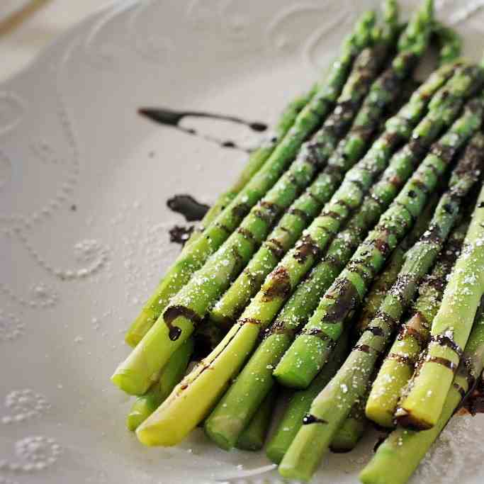 Steamed Asparagus With Smoked Truffle Salt