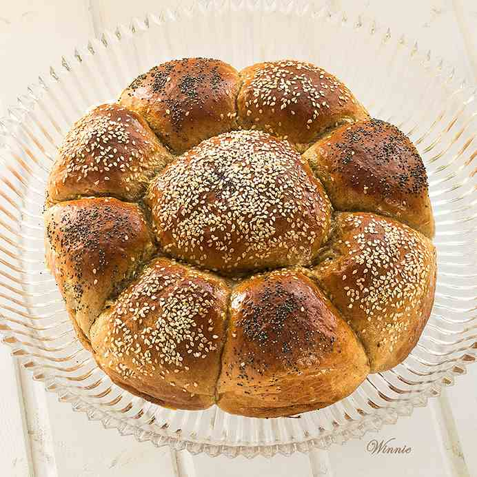 Challah with Date-spread