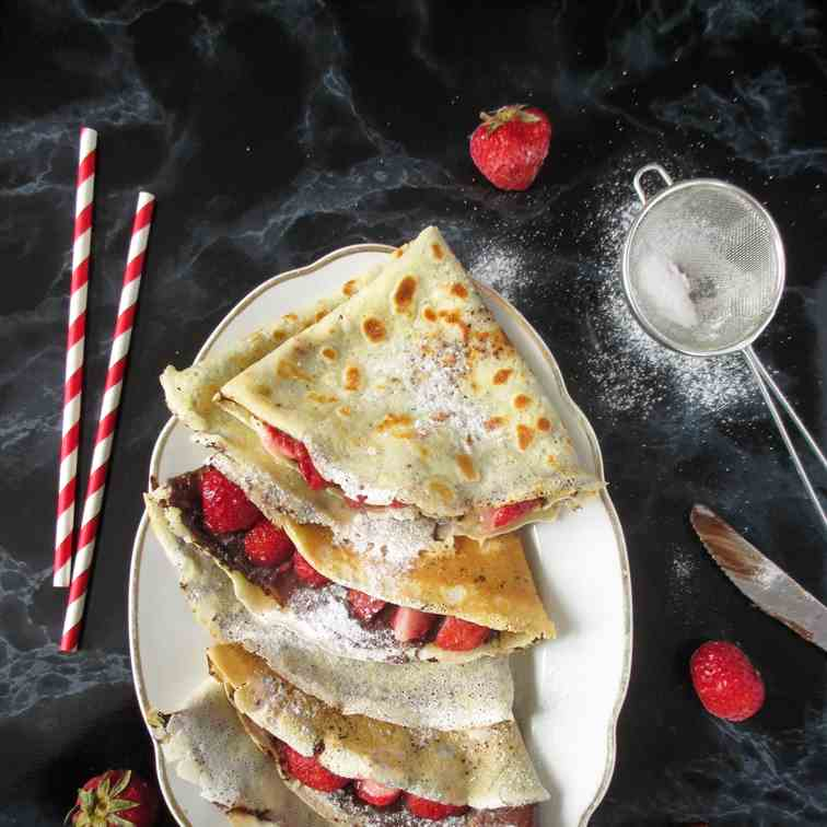 Crepes with nutella and strawberries