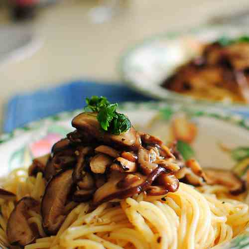 Aglio e Olio with Mushrooms