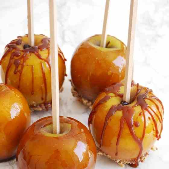 Crunchy Caramel Toffee Apples