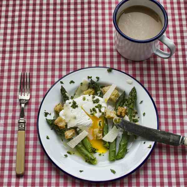 asparagus with poached egg and mint