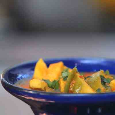 How to make  Spicy Indian Guava Curry