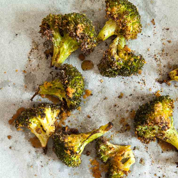 Cheesy Roasted Broccoli (Vegan)