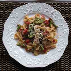 Farfelle with Green Beans and Pecans
