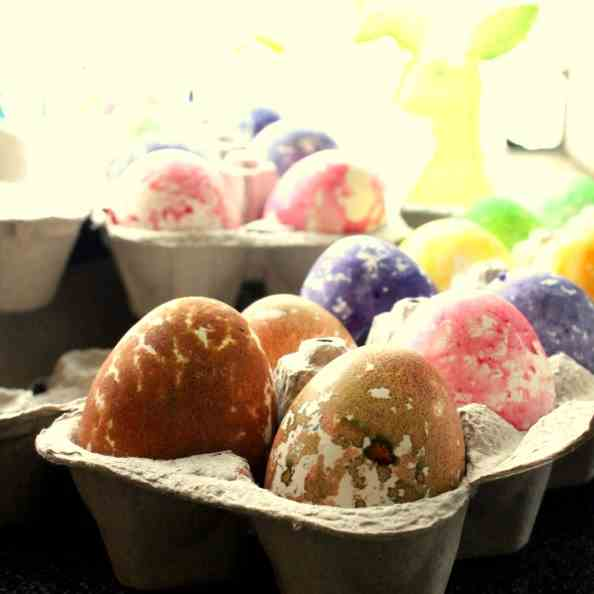 Easter eggs, how to colour and bake