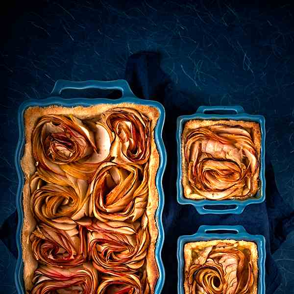 Apple-rose tart