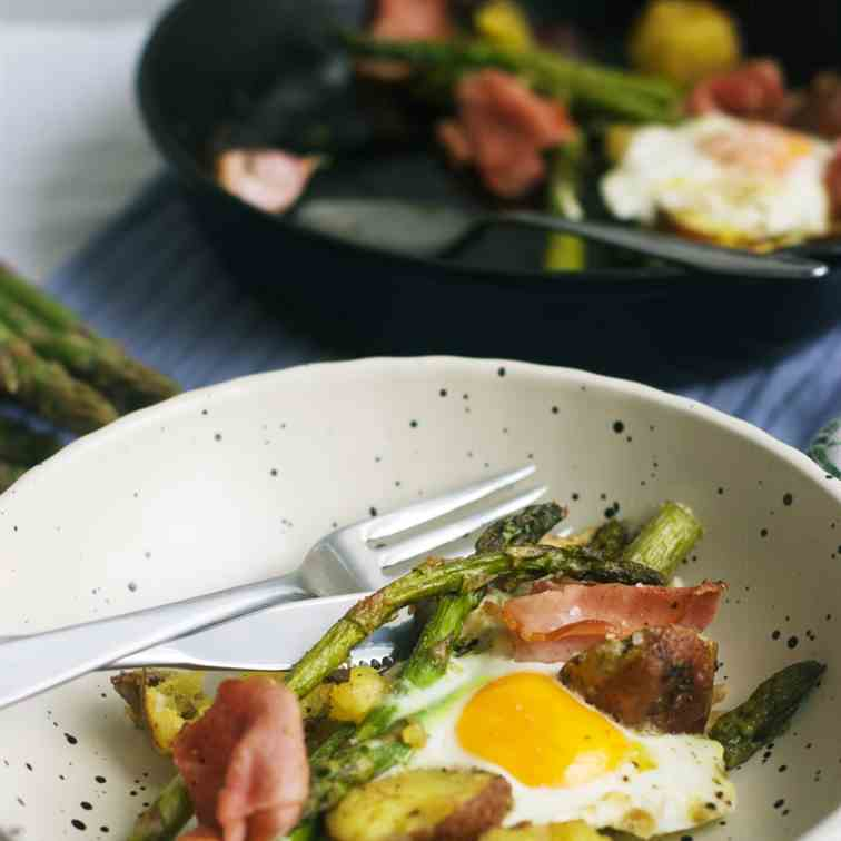 Baked eggs with asparagus