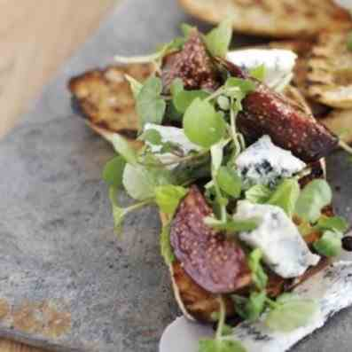 Bruschetta with Gorgonzola Cheese and Figs