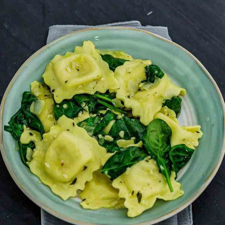 Garlic Butter Ravioli with Spinach