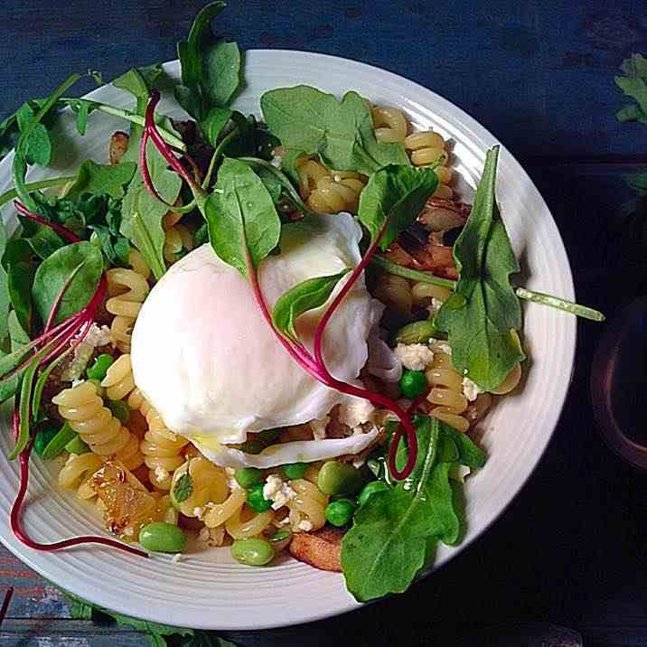 Poached egg and greens on fusilli