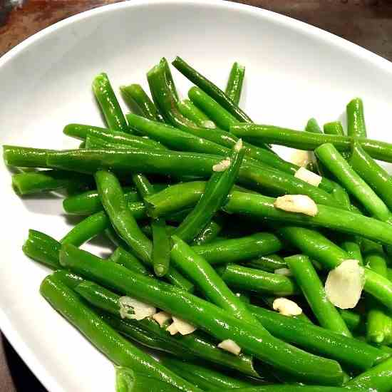 Garlicky Steamed Green Beans