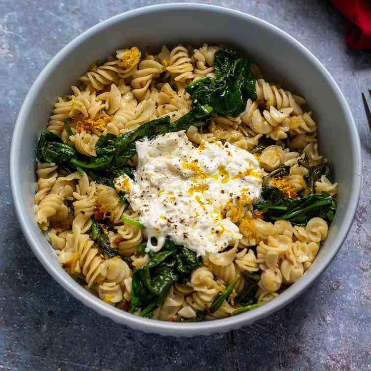 Baby Spinach and Burrata Cheese Pasta